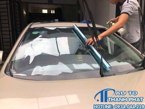 dán phim cách nhiệt cho xe ford ranger tận nơi tại tphcm