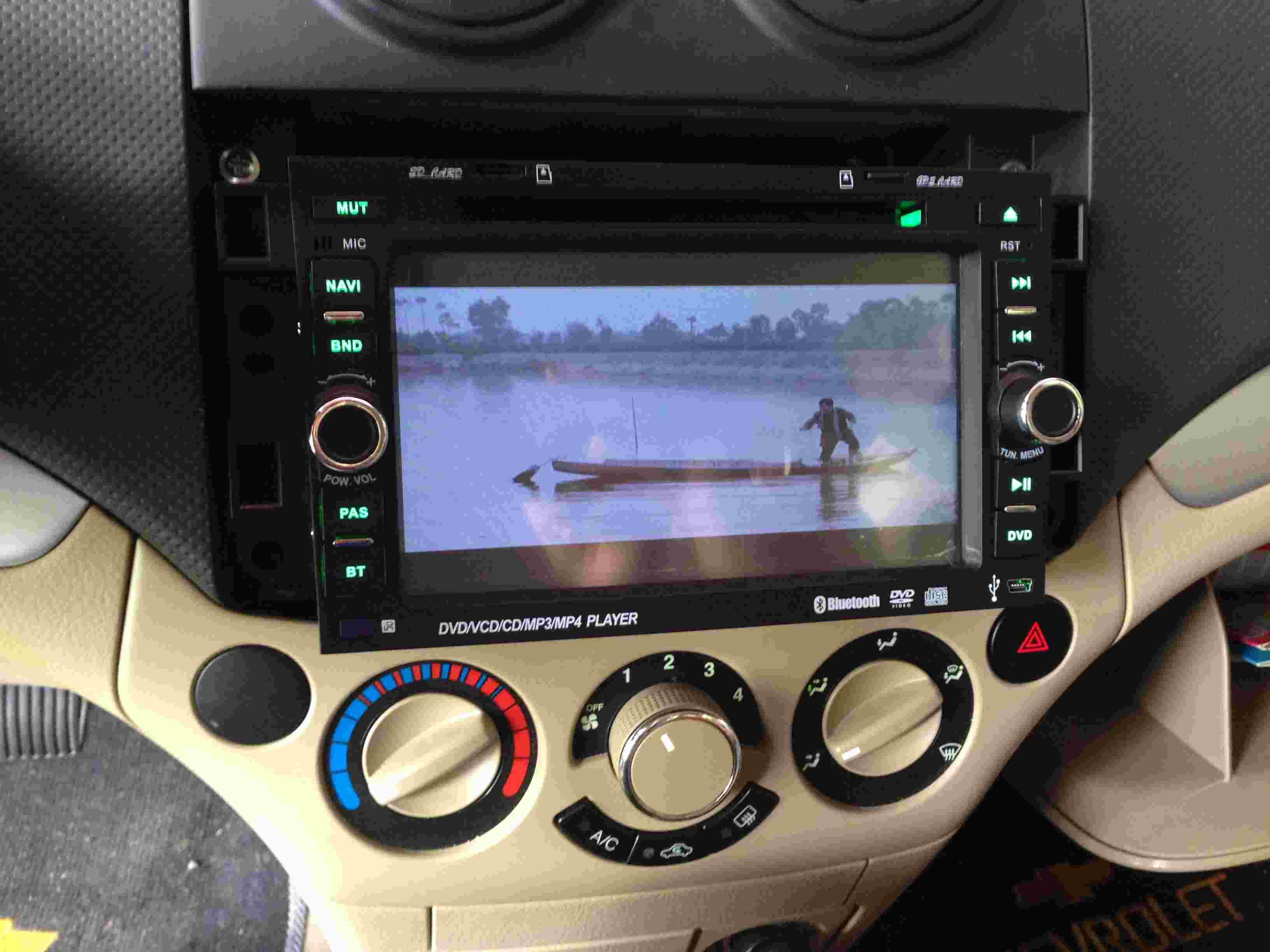 gan-man-hinh-dvd-ford-ranger